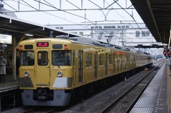 2010年3月19日 6時21分頃、所沢、2番ホームを通過する2413F+2509F。