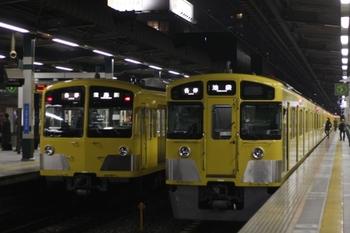 2010年3月25日、練馬、左が(<-飯能)1245F+1241Fの5519レ。