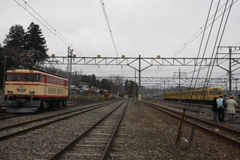 2010年3月28日 10時45分頃、横瀬、左がE32で右が1217F。
