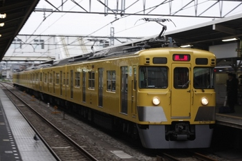 2010年4月22日 6時21分頃、所沢、2403F+2501Fの新宿線 上り回送列車。