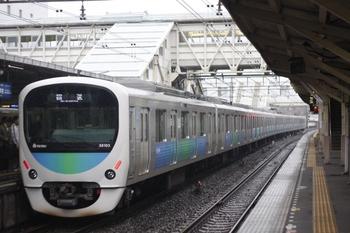 2010年5月24日 6時20分頃、所沢、通過する38103Fの池袋線・上り回送列車。