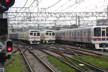 2010年6月5日 16時30分頃、高幡不動、左端が6411F+9001Fの準特急 新宿ゆき。