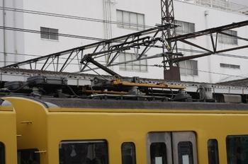 2010年6月1日、所沢、モハ9505のパンタグラフ。