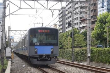 2010年7月15日、高田馬場~下落合、約30分遅れの1609レ(?)の20102F。