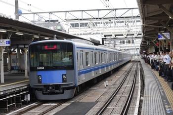 2010年8月20日、所沢、引き上げ線から4番ホームへ入った20158Fの上り回送列車。