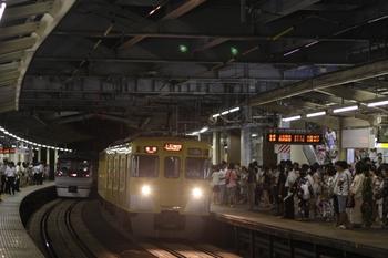 2010年8月7日、狭山市、到着する上石神井ゆき臨時各停。