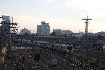 2010年11月7日 15時29分頃、所沢、池袋線下り方から新宿線へ進む30000系。