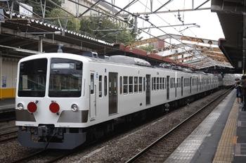 2010年11月13日 15時3分頃、新秋津、発車するEF65-1083+西武1259F。