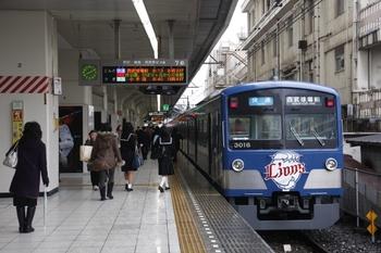 2010年11月23日 8時10分頃、池袋、発車を待つ3015Fの臨時快速。