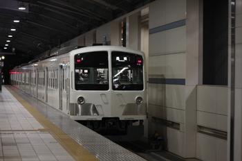 2010年11月30日、武蔵境、発車した1259Fの237レ。