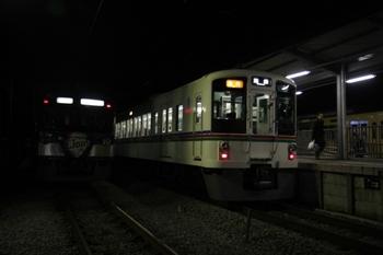 2010年12月3日 20時20分頃、横瀬、中央が4009Fほかの臨時急行 池袋ゆき。