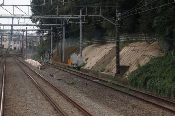 2020年10月3日。秋津〜所沢。上り列車の車内から。右端はJR連絡線。