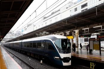 2020年10月10日 12時13分ころ。池袋。E261系の新宿ゆき回送列車。