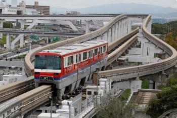 2020年10月11日 13時5分ころ。万博記念公園。門真市からやって来た、京急の車体広告モノレール。
