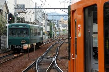 2020年10月11日 8時37分ころ。出町柳。左が、発車した八瀬比叡山口ゆき。右は、発車待ちの903ほか「もみじ」。