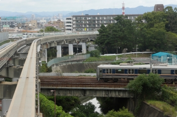 2020年10月11日 12時56分ころ。南茨木〜宇野辺。JR西日本の東海道本線を乗り越しました。