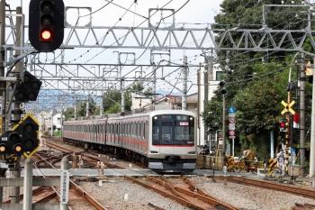 2020年10月18日 11時10分ころ。清瀬。2番ホームへ到着する東急5177Fの上り回送列車。