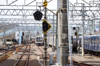 2020年10月18日 12時21分ころ。保谷。左が4番線から直接 下り方へ発車する東急5177Fの回送列車。