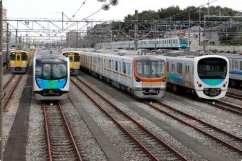 2020年10月24日 12時10分ころ。小手指車両基地。東京地下鉄17000系。N2000系2連が単独でやって来ました。