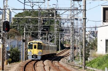 2020年10月25日 12時25分ころ。西所沢。発車した2513Fの下り回送列車。