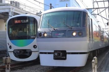 2020年10月26日。高田馬場〜下落合。10108Fの120レ(右)と30101Fの2643レ。