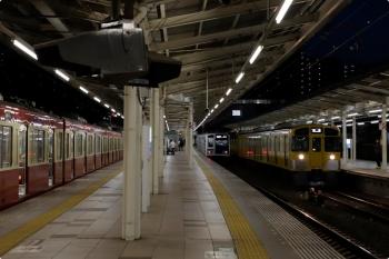2020年10月31日 17時21分ころ。入間市。左から、9103Fの3105レ、先発の6108Fの1715レ、2089Fの上り回送列車。