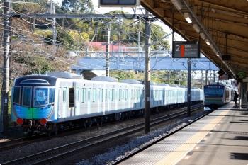 2020年10月31日 8時34分ころ。大磯。EF65-2066に牽引される西武40154Fと東海道本線の上り列車。