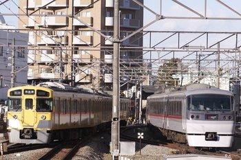 2011年1月16日、東村山、左が2513Fの西武園線6261レ。