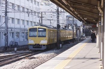2011年1月22日 13時4分ころ、上石神井、電留線から側線に出て来た263F。