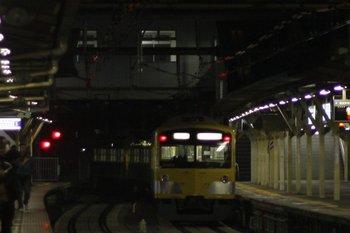 2011年2月24日 5時47分頃、所沢、4番ホームから発車した3003Fの池袋線 上り回送列車。