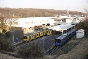 2011年2月26日、西武園、中央が1245Fの線内折り返し列車。
