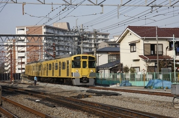 2011年2月27日、小川、高架線から降りてきた2045Fの5465レ。