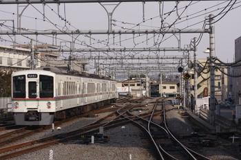 2011年3月20日 15時55分頃、飯能、発車した4011Fの各停 西武秩父ゆき。