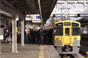2011年3月19日 16時20分頃、西所沢、西武球場前から到着した2457Fほか。