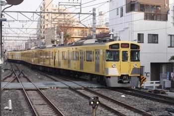 2011年3月25日 6時38分頃、東長崎、上りホームから発車した2075Fの下り回送列車。