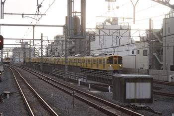 2011年3月24日 6時42分頃、練馬、急行線を走る2071Fの下り回送。