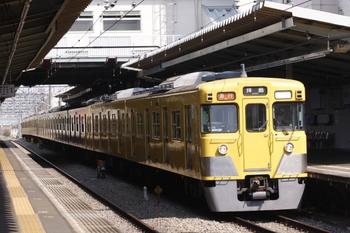 2011年4月2日 13時38分頃、西武柳沢、2011F+2517Fの急行 拝島ゆき。