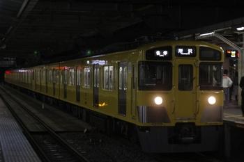 2011年4月6日 19時34分頃、所沢、「各停 所沢」表示で到着の2455F+2091F。