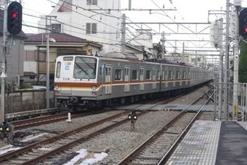 2011年4月28日 6時54分頃、東長崎、発車したメトロ7109Fの下り回送。