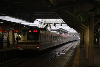 2011年4月21日 5時52分頃、所沢、メトロ7003Fの上り回送列車。