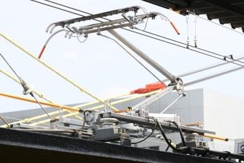 2011年6月4日、モハ9806の集電装置、横から