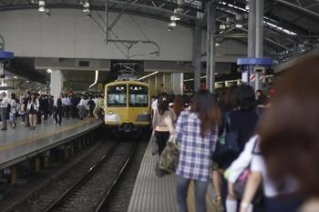 2011年6月7日、池袋、発車を待つ281Fほかの5423レ。