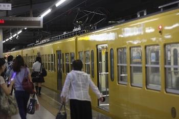 2011年6月27日 20時0分頃、飯能、閉めきられたモハ309ほか。