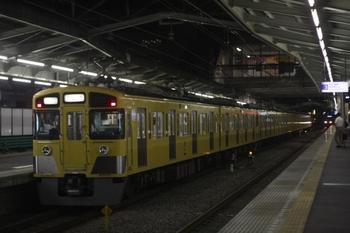 2011年7月1日 20時34分、清瀬、2番ホームから発車した2461F+2097Fの上り回送。