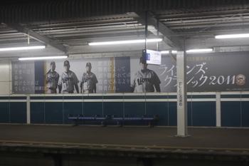 2011年7月1日、西所沢、1番ホームの「ライオンズ・クラシック2011」掲示。