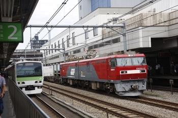 2011年7月18日 12時1分ころ、高田馬場、右がEH500-41牽引のコンテナ貨物列車。