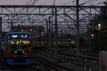 2011年8月8日、所沢、発車した3011Fの3306レ。