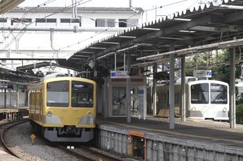 2011年8月14日、萩山、263Fの5571レ(左)と1245Fの6491レ(右)。