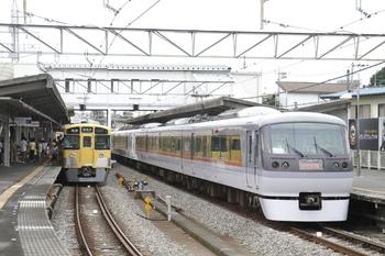2011年8月20日 10時20分頃、西所沢、右が10112Fの「走る電車教室号」