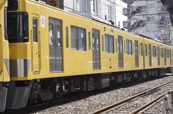 2011年8月31日、高田馬場~下落合、クハ2462の電気側(?)